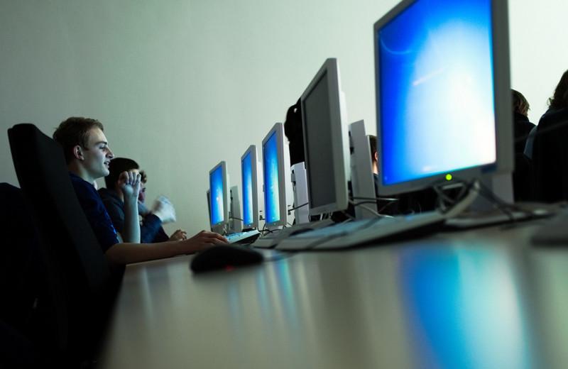 Особый путь меж цифровых угроз