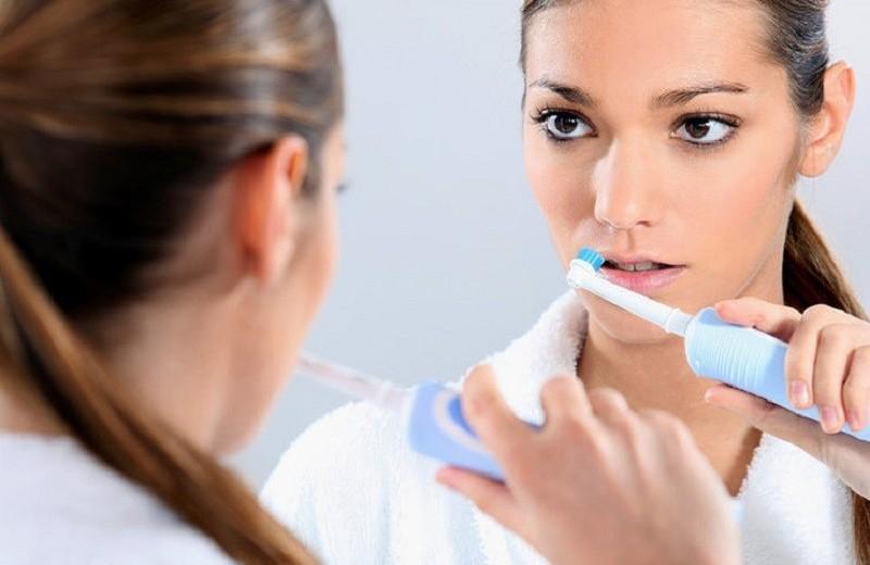 Голливудская улыбка: 5 зубных щеток, которые помогут сэкономить на стоматологе