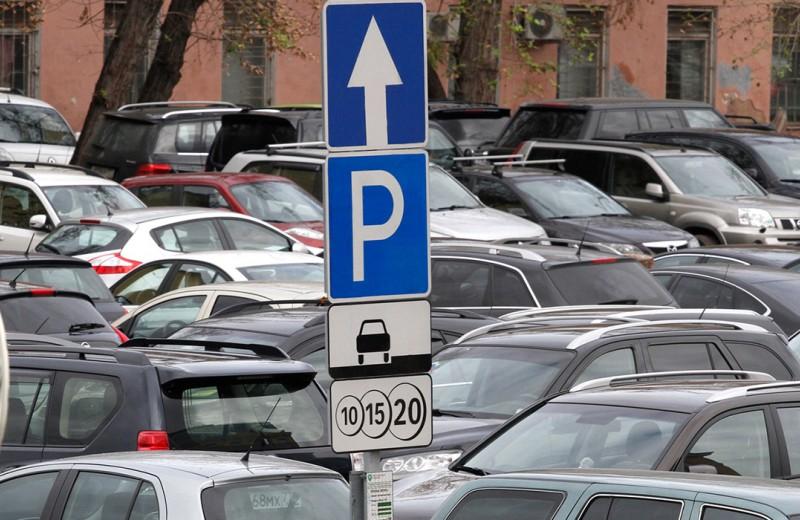 «Можно начинать с 40 рублей». Платные парковки дойдут до Подмосковья