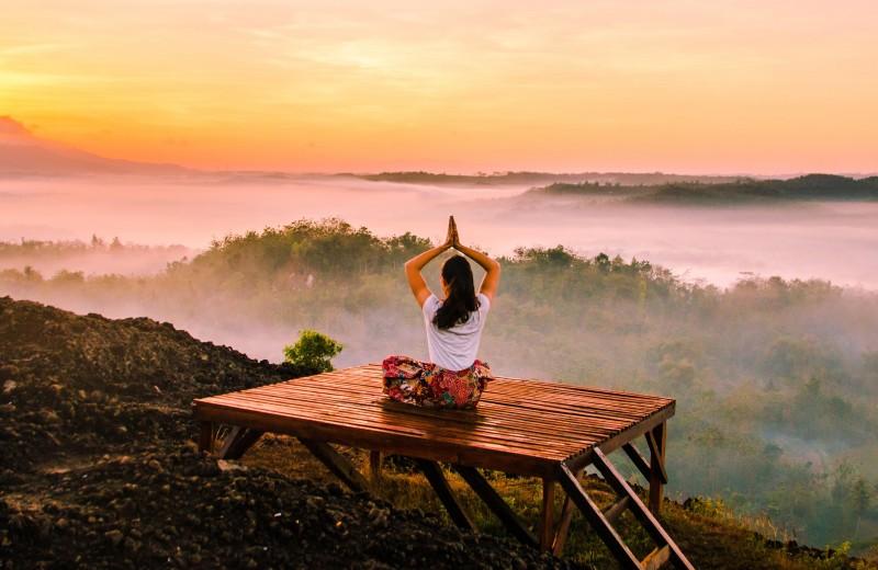 Йога для молодости: 5 асан от инструктора знаменитостей