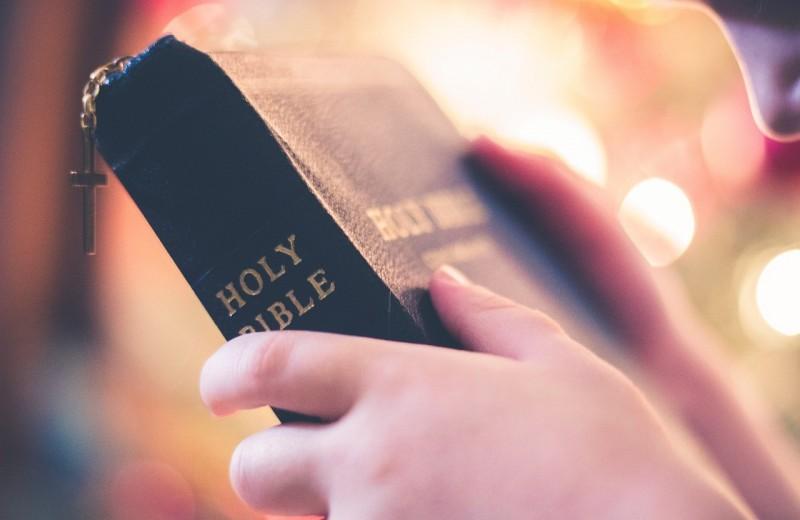 Подросток вколол себе ДНК Библии и Корана