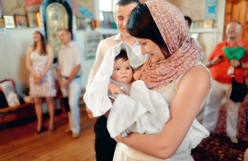 Вторые родители: как выбрать крестных для ребенка?
