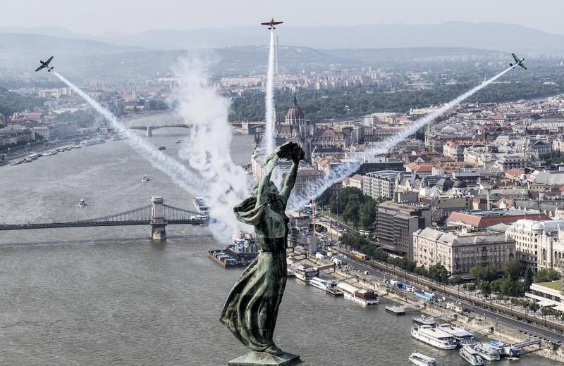 Чудеса на виражах: чемпионат мира по авиагонкам Red Bull Air Race