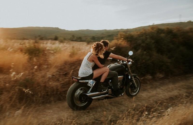 Как подготовиться к мотопутешествию с девушкой: 10 необходимых вещей