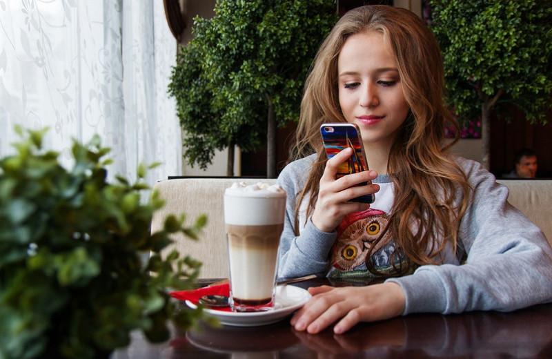 Почему девушка непишет первой: 8возможных причин (рано паниковать)