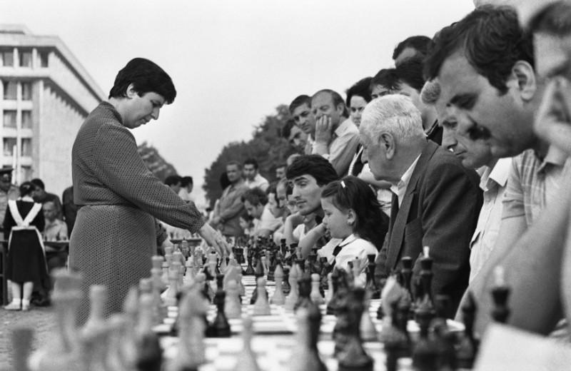 «Поначалу с мужчинами играть было трудно»: первая женщина-гроссмейстер Нона Гаприндашвили — о жизни шахматисток и сериале «Ход королевы»