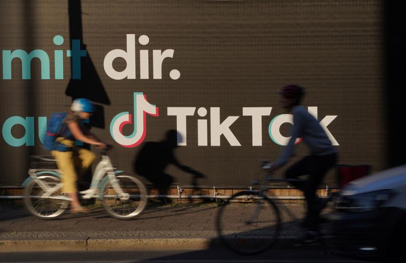 Ловить тренды и смеяться над собой: как бизнесу раскрутиться в TikTok