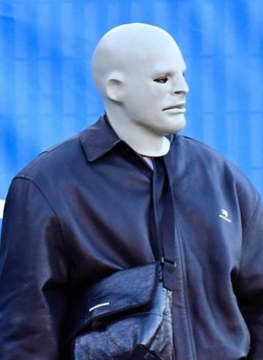 «К черту мое лицо». Кто делает маски Канье Уэсту и зачем он их носит