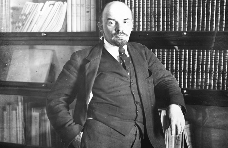 Фэшн-эволюция Ленина: как связаны котелок, кепка и революция