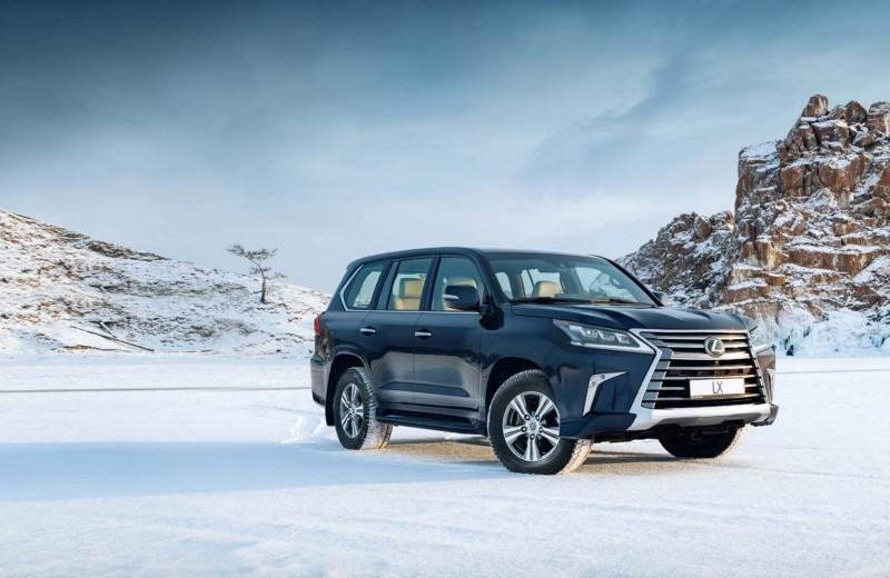 Lexus покоряет Байкал: лед, вода и медные трубы