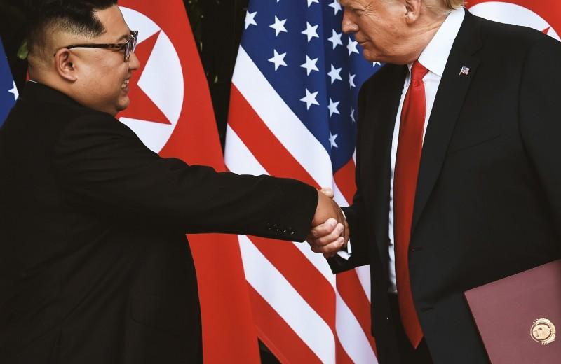 Эксперты по языку тела проанализировали поведение Дональда Трампа и Ким Чен Ына на саммите