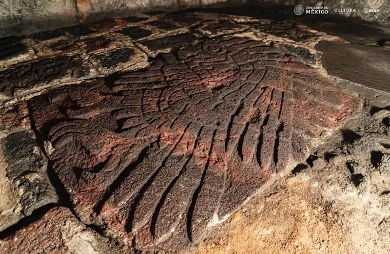 У подножия ацтекского храма обнаружили барельеф священного орла
