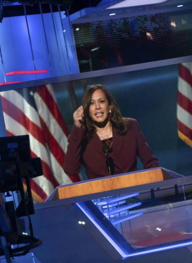 «Произошло историческое событие»: кто такая Камала Харрис, которая может стать первой женщиной вице-президентом США