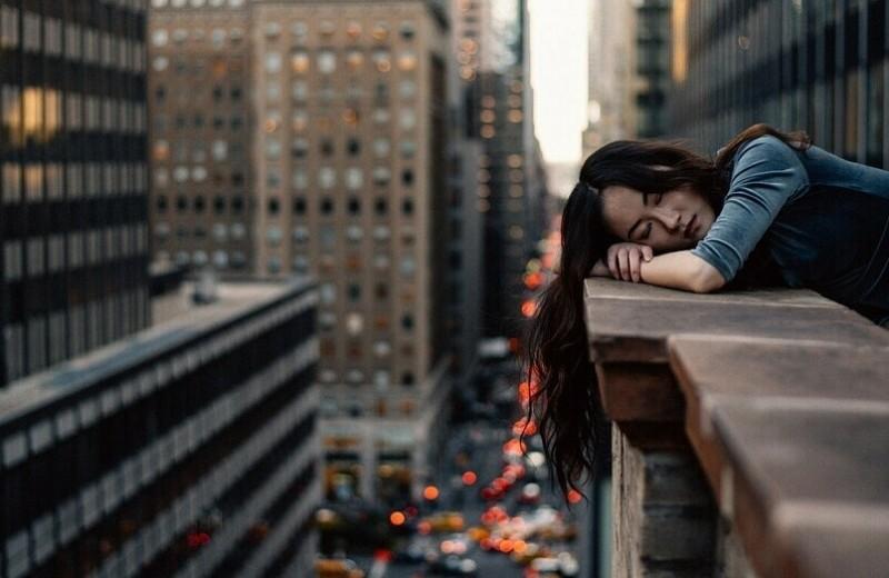 Сонная муха: почему постоянно хочется спать (и что с этим делать)