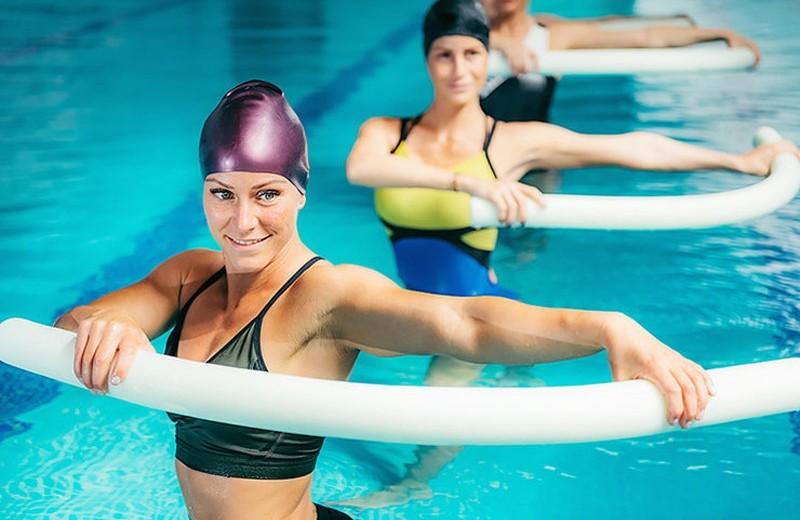 Аквааэробика — лучшие упражнения для похудения