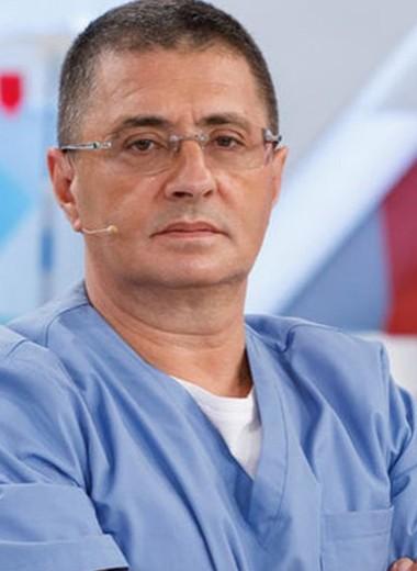 Знаменитый телеведущий Александр Мясников упрашивал больную жену сделать аборт