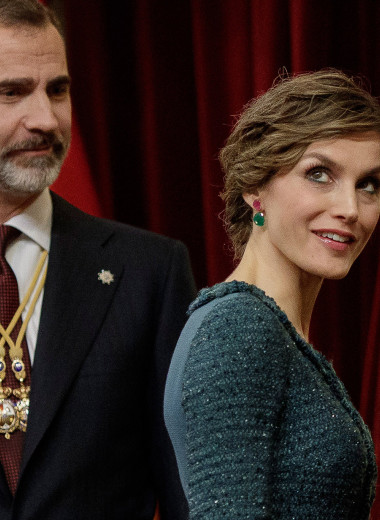 Принц и бунтарка из народа: история любви короля Испании и его супруги Летиции