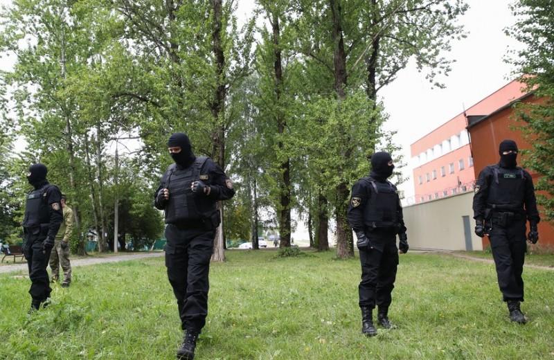 Эффект Люцифера: почему в белорусских изоляторах жестоко издевались над задержанными протестующими