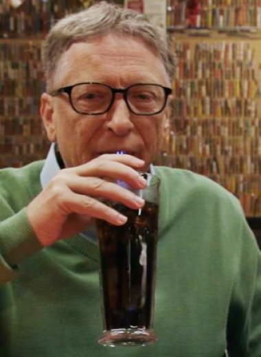 10 лет назад Билл Гейтс и Уоррен Баффетт пообещали раздать свои деньги. С тех пор их состояние удвоилось