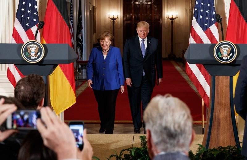 Мишура и сталь. Зачем Макрон и Меркель ездили к президенту США