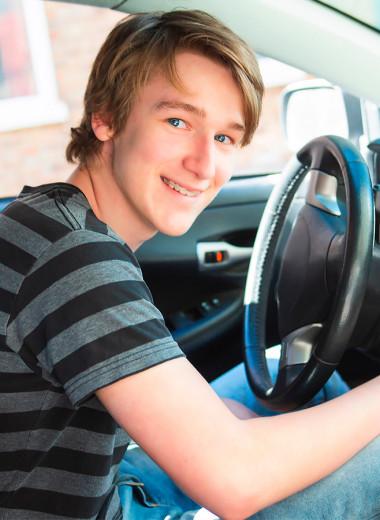 За руль в 16. Все «за» и «против» раннего допуска к вождению