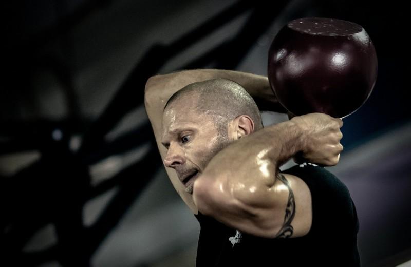 Комплекс упражнений с гирей 16 кг: эффективная программа на все группы мышц