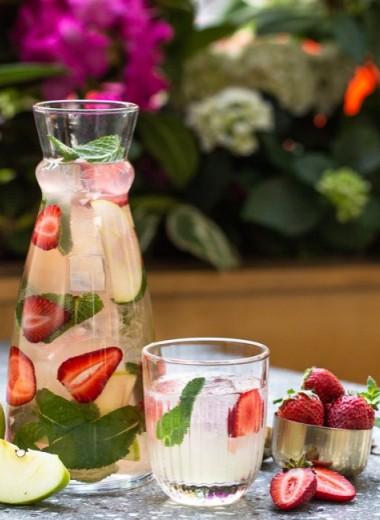 Вся свежесть в графине: 8 рецептов лимонадов и сангрий