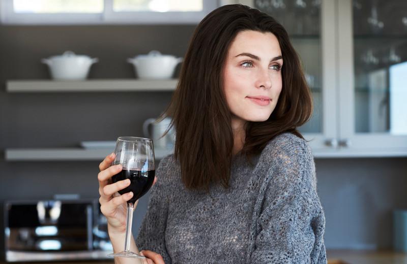 Sirtfood: звездная диета с вином и шоколадом