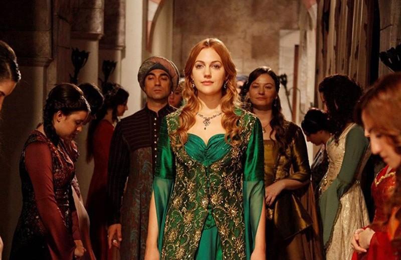 Восточный люкс: как одеваются турецкие актрисы на дорожке и в жизни