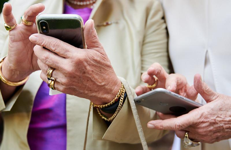 TikTok-хаусы для бабушек: как старшее поколение осваивает социальные сети и что это значит для брендов