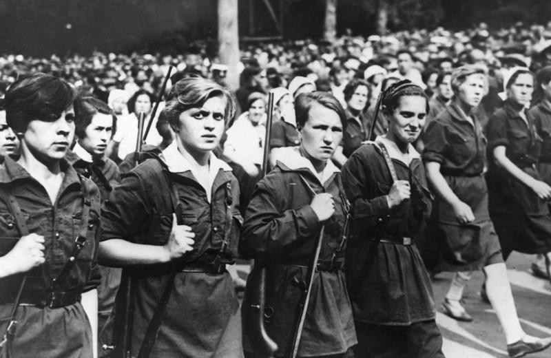 Кавалерист-девицы и фронтовые амазонки: как женщины в XIX веке шли на войну в мужском обличье