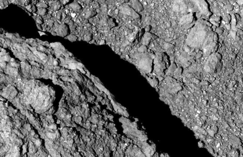 Первые в истории фотографии с поверхности астероида – заслуга японского зонда