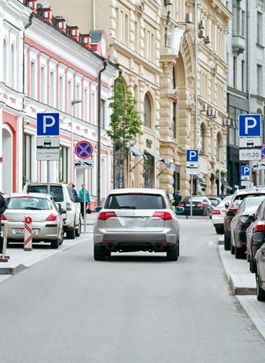 «Пора покупать машины поменьше». Осенью парковки станут короче