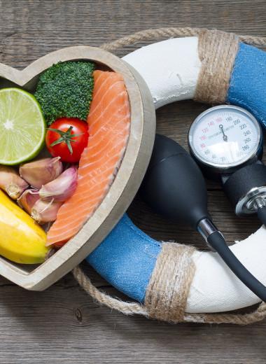Ешь бананы, шоколад и чеснок: 7 способов снизить давление без лекарств