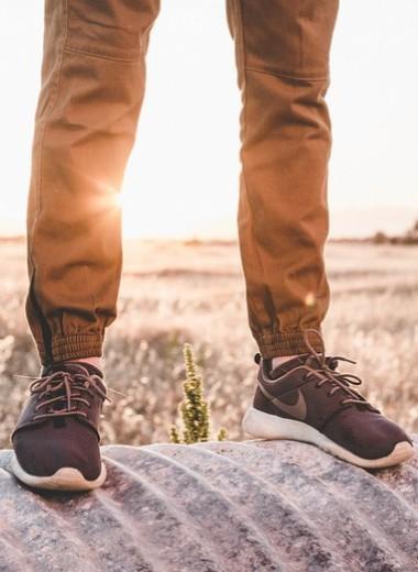 Почему у тебя отекают ноги: 7 частых причин и способы борьбы с проблемой