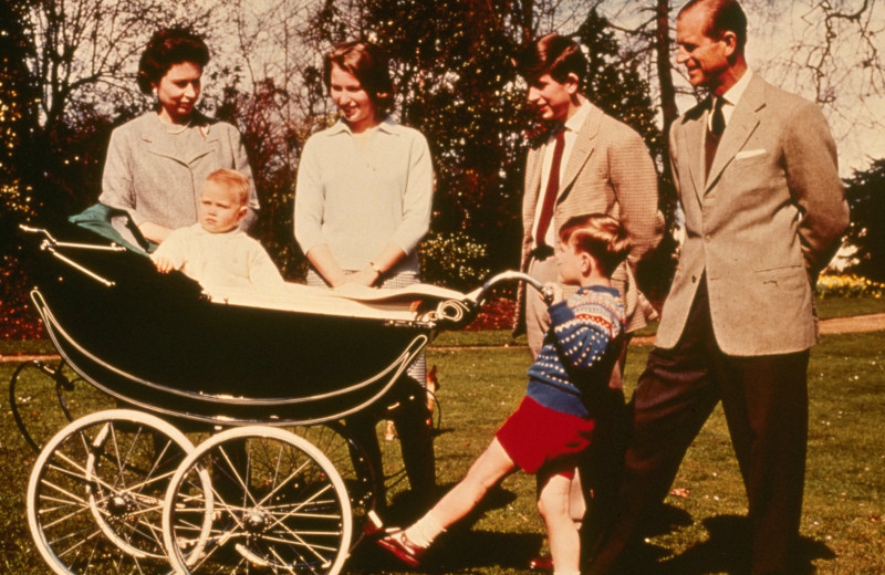 Сумеречный сон и партнерские роды: как Елизавета II рожала своих четырех детей
