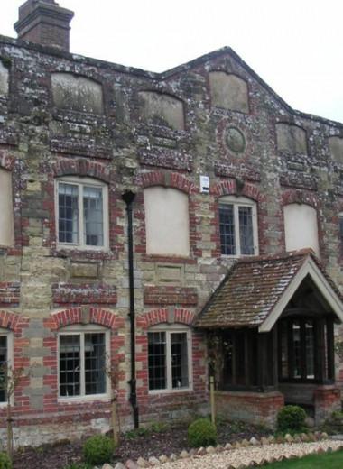 Почему в исторических зданиях Великобритании замурованы окна?