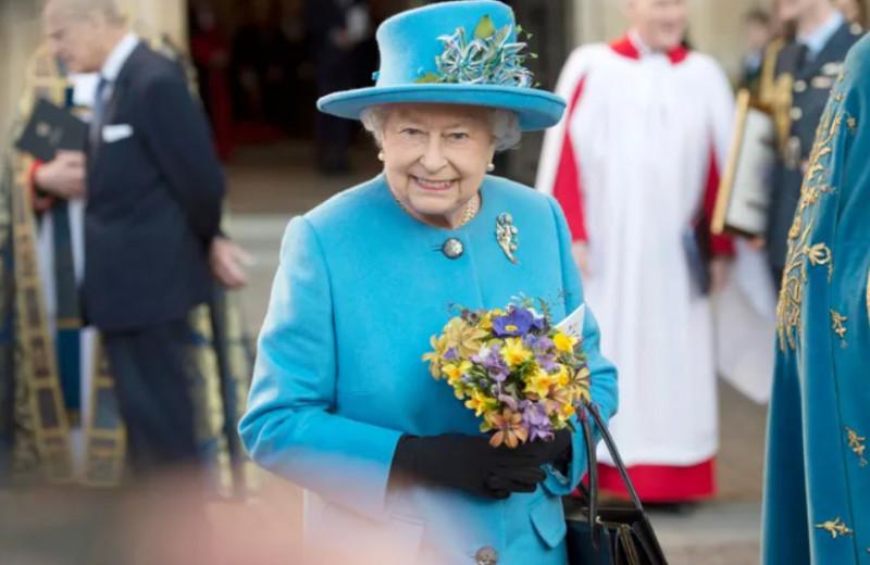 Тайные знаки: зачем королева Елизавета ставит сумку на стол и теребит кольцо