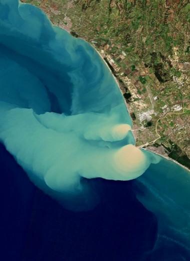 Облачная вода в Тирренском море: фото со спутника