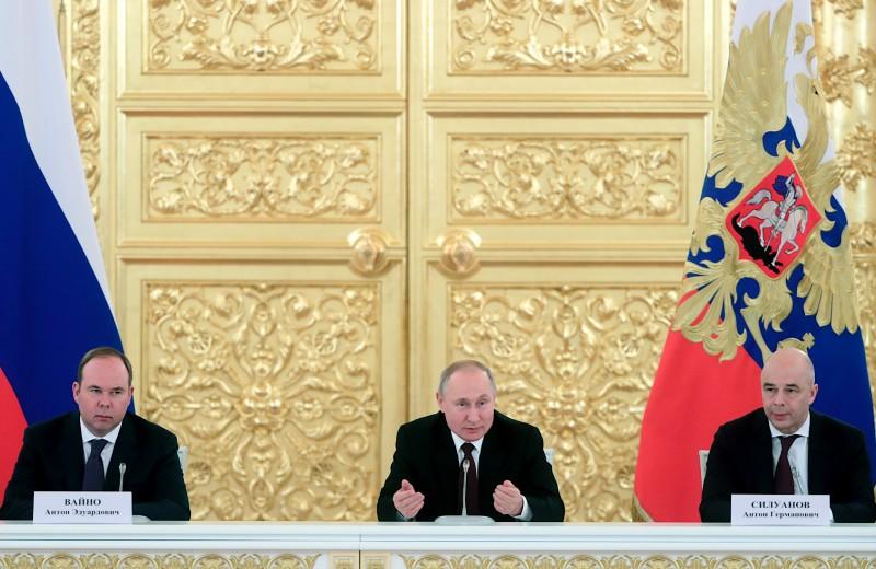 Санкции, Зеленский, Вторая мировая и тост за бизнес: как прошла встреча Путина и предпринимателей