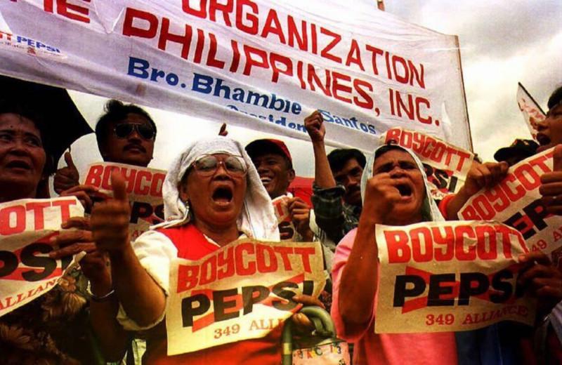 Бойкот Pepsi: как денежный розыгрыш привёл к массовым беспорядкам, миллионным искам и смертям