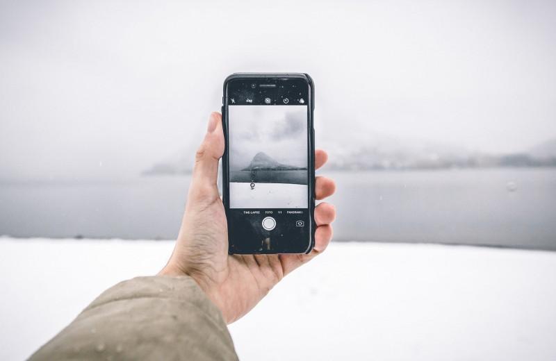Почему смартфоны разряжаются на морозе, и что с этим делать