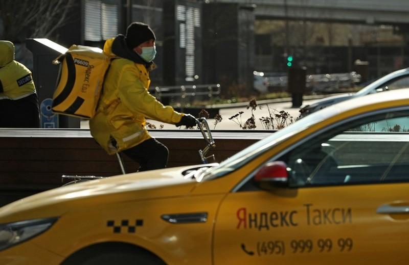 Никуда не едем: «Яндексу» стало не до вывода на биржу «Яндекс.Такси»