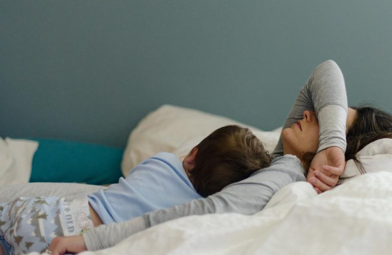 «Я бросила детей, но люблю их»: как живут россиянки, ставшие матерями в детстве