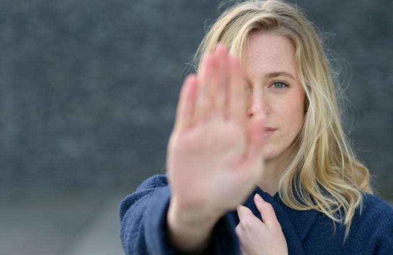 Как отличить здоровые границы от эмоциональных стен