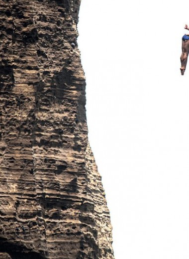 Прыжки в воду: как преодолеть страх вышки и стоит ли кидаться в море со скал