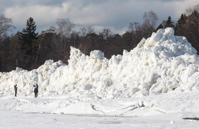 Снежные Альпы выросли под Санкт-Петербургом