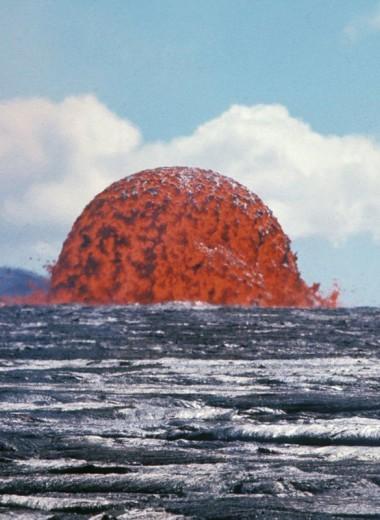 Гигантский пузырь лавы из вулкана Килауэа: архивное фото