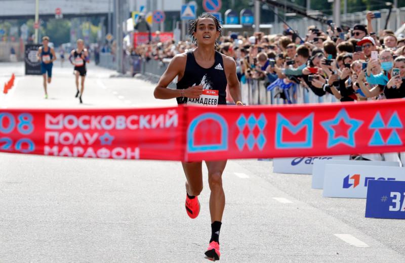 Ринас Ахмадеев, чемпион России в полумарафоне, отвечает на самые глупые вопросы о беге