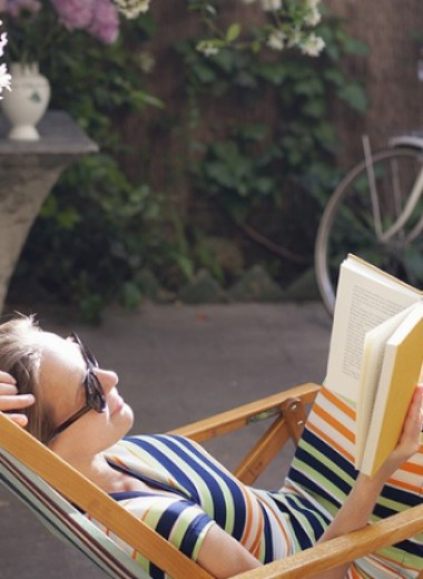 Что читать в отпуске: главные книжные новинки этого лета